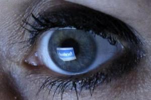 Facebook-eye-reflection