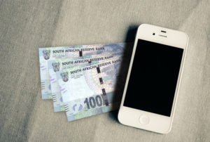 Smartphone-iPhone-money-payments